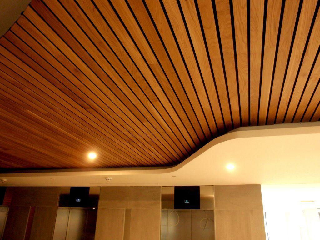 Falso techo de madera una soluci n ac stica y de dise o Falsos techos de madera